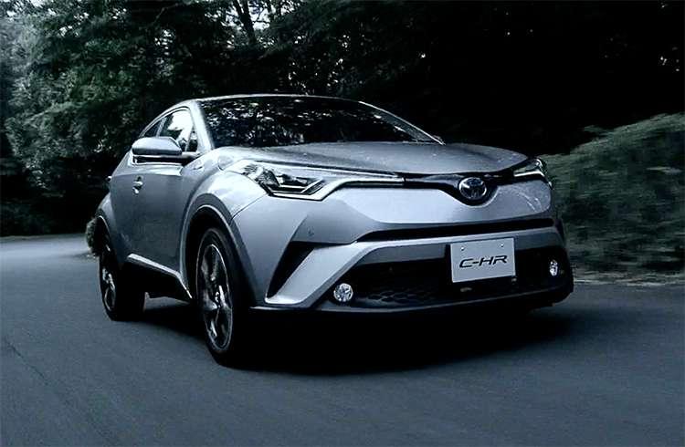 C-HRハイブリッドとガソリン車の実際の燃費とライバル車比較!