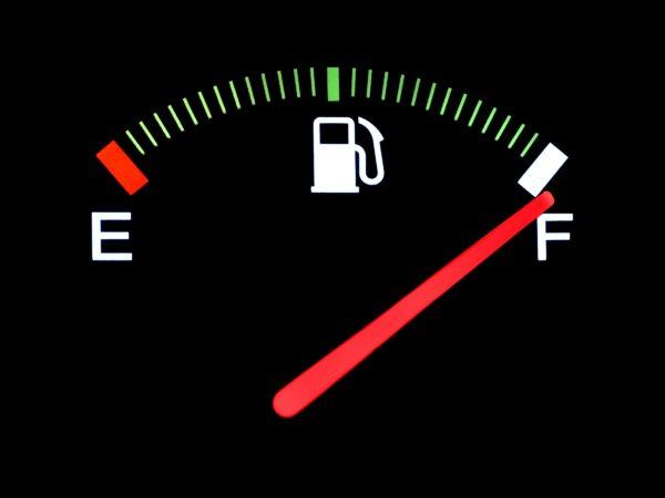 ガソリンは満タンしない