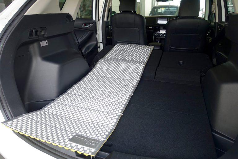 CX-5で車中泊するには?シートアレンジとグッズで段差をなくす方法とは?