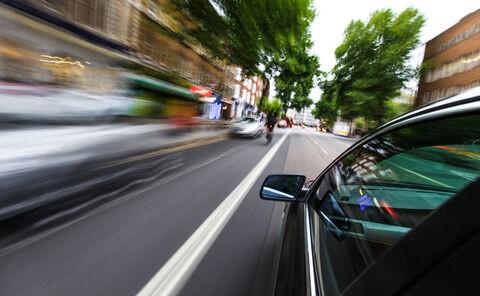 女性に嫌われる運転 スピードの出しすぎ