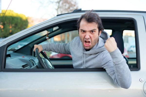 女性に嫌われる運転 煽り運転