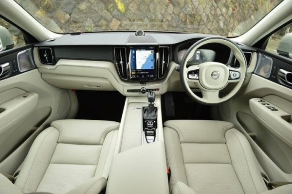 高級外車SUV ボルボXC60 内装