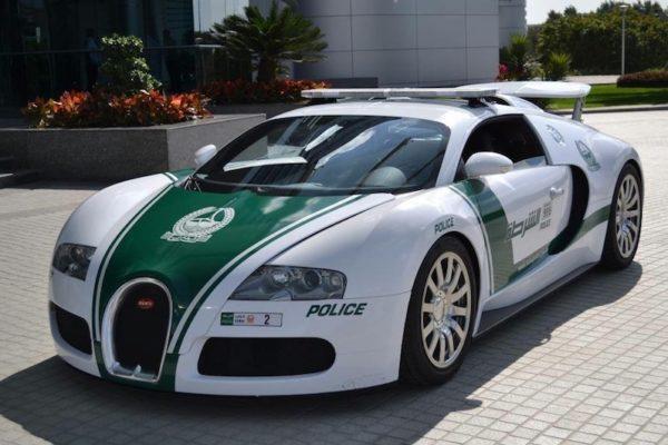 世界の凄いパトカー5選!車種はスーパーカーから高級車!
