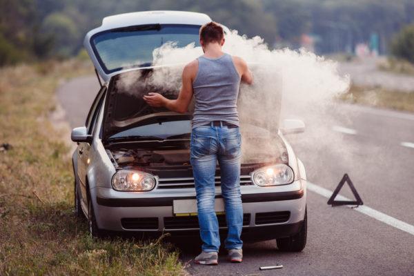 車のエアコンが冷えないのは停車中のあれが原因!費用はいくら?