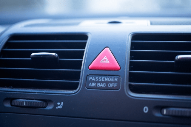 車のエアコンの臭い対策