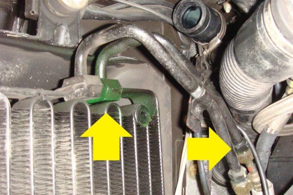 車のエアコンの臭いの原因