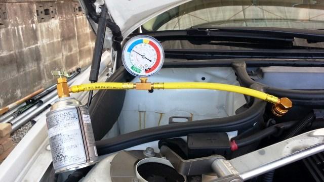 車のエアコンが冷えないのはガス漏れ