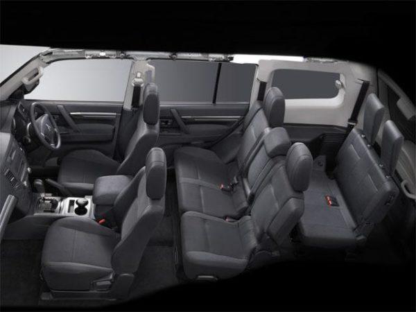 7人乗り国産SUV三菱パジェロ